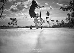 Balance (Mister Blur) Tags: keep balance kid monopatín scooter trottinette low pointofview pov go forward depthoffield dof monochrome bokeh thursday blackandwhite bw blancoynegro noireetblanc mérida yucatán méxico snapseed nikon d7100 55200mm f40 rubén rodrigo fotografía