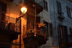 DSC_8857_002- Flowered balcony - Balcone fiorito. (angelo appoloni) Tags: sera lampione acceso balcone fiorito quartiere antico della città evening street lamp flowered balcony old city district