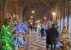 Worcester Cathedral, Boxing Day, 2018. (Tudor Barlow) Tags: worcester worcestercathedral england christmas boxingday winter christmastree canonpowershotsx620hs cathedrals cathedral