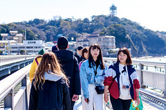 On the Benten Bridge in Enoshima Island : 弁天橋にて (Dakiny) Tags: 2019 spring march japan kanagawa fujisawa enoshima katasekaigan shonancoast city street people portrait woman girl bridge sea nikon d750