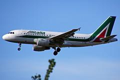 EI-IMM  A319-111 Alitalia  Heathrow 30-04-2016 (Antonio Doblado) Tags: eiimm a319 airbus 319 alitalia heathrow aviación aviation aircraft airplane airliner