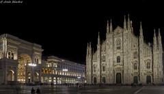 Plaza del Duomo-catedral (jesussanchez95) Tags: milán catedral cathedral italia italy architecture plaza square plazadelduomo ciudad city night
