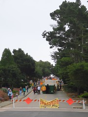 the pumpkin roll contest (Riex) Tags: pumpkinroll contest courges competition jeu game whimsical rue street road steep slope pentue downhill carmelbythesea california californie g9x