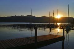 Sonnenuntergang am Tegernsee HDR 0957 (rg-foto1) Tags: tegernsee bayern oberbayern sonnenuntergang see wasser spiegelung steg anleger berge dunkel himmel segeln segelboot mast
