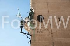 CentroPaese2173 (ercolegiardi) Tags: altreparolechiave bandiera castellism centropaese città dettagliedifici elementiarchitettonici esterno ie neve statua varie