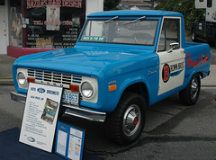 1970 Ford Bronco 4x4 pickup truck (D70) Tags: spiritofedmonds carshow streetfestival burnaby britishcolumbia canada 1970 ford bronco 4x4 pickup truck 2door 289 v8 enlarged 302 cubic inches 1977 model year halfcab