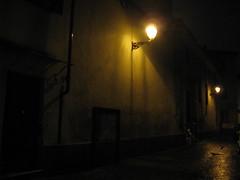 IMG_3764.  Alley of the Cathedral. - Vicolo della Cattedrale. - (angelo appoloni) Tags: vicoli serata piovigginosa illuminazione lampioni persona con lombrello riflessi sul lastricato bagnato alleys rainy evening lighting lamp posts person with umbrella reflections wet pavement