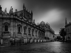 Catedral de Sevilla. Seville Cathedral. (jsanchezq65) Tags: blancoynegro blackandwhite blackanwhite cloudy clouds cathedral gothic cityscape urbanscape seville spain build architecture architectureunlimited arquitectura gotico longexposure largaexposición monumento monumental
