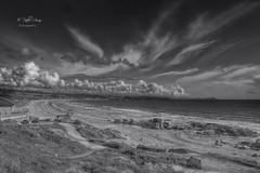 (450/18) Un bn de La Lanzada (Pablo Arias) Tags: pabloarias photoshop ps capturendx españa photomatix nubes cielo arquitectura bn blancoynegro monocromático playa arena agua mar océano lalanzada ogrove galicia