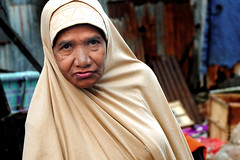 Batwoman (Ma Poupoule) Tags: ambon maluku moluques indonésie indonésia indonesia woman oldwoman old femme vieillefemme drappée regard retrato ritratti ritratto asia asie visage face portrait