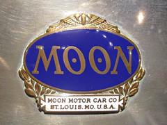147 Moon (1905-30) Badge - History (robertknight16) Tags: moon american usa stlouis hoitan diana windsor haynes badge badges automobilia