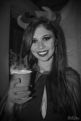 49_HALLOWEEN_JESSICA (pc.o.fotografo) Tags: jéssica aniversário festa rio de janeiro rj brasil 2018 bolo doce petisco pirulito popcake comida bebida família amigos galera decoração boo halloween fantasia bruxa ou travessura abóbora velas mortos vampiro espantalho sangue aranha rato barata lacraia poção caldeirão veneno jantar cachorro quente dedo caveira esqueleto morcego balas biscoito jujuba confeitos gelatina com olhos pizza seringa cachaça diabinha monstro noivos jason cowboy fantasma dança neon raio laser fumaça brinde taça vinho ponche música