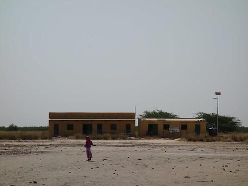 Voici l'école de Wandie, il y a trois classes ... et un seul professeur !