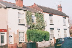 om10 - overgrown house (johnnytakespictures) Tags: olympus om10 slr poundland powergeek fujicolor fujifilm c200 rebranded film 35mm analogue nuneaton warwickshire winter overgrowth overgrown ivy reclaimation house home street building green nature natural