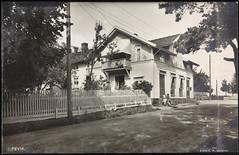 Postkort fra Agder (Avtrykket) Tags: bolighus hus postkort stakitt stakittgjerde steinmur vei grimstad austagder norway nor
