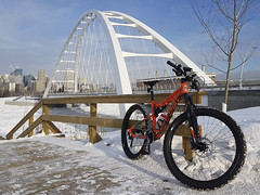 Cannondale (Solojoe) Tags: cannondale cannondalebadhabit badhabit badhabit2 bike bicycle winter winterriding snow cold bridge walterdalebridge samsungs7 phone cameraphone 45nrthwrathchild