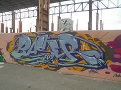 381 (en-ri) Tags: wubik verde giallo lilla arrow torino wall muro graffiti writing parco dora baser