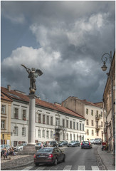 204- ESTATUA DEL ÁNGEL EN UZUPIS - VILNIUS - LITUANIA - (--MARCO POLO--) Tags: curiosidades ciudades rincones hdr grafitis monumentos nubes