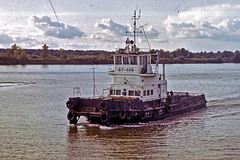BT-326 tugboat (tzhskz) Tags: river water ship tugboat bt326 irtysh ertys