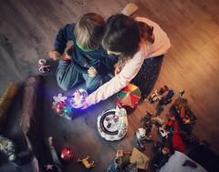 . (AnneStany) Tags: christmas noël color couleur enfant enfance children childwood decoration christmastime sapin complicité complice brothersister
