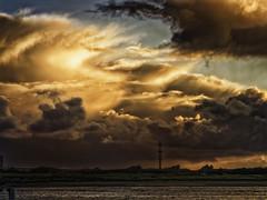 Zonsopkomst Havengeul (glessew) Tags: havengeul nieuwpoortbad sunrise zonsopkomst vlaanderen westvlaanderen wolken clouds belgiê belgique ijzer ysermonde