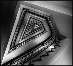 - Spitzen-Treppe - (antonkimpfbeck) Tags: hamburg treppenauge treppe staircase spiralstair architektur art monochrome bw fujifilm körnerhaus