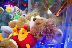 Diversão (ndsfotobr) Tags: infância natisilvafotografia brincadeira criança diversão felicidade fotografiainfantil luzes menina menino ndsfoto nostalgia pelúcia shopping ₢natisilvafotografia