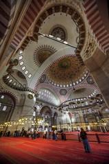 Angulos (bardaxi) Tags: estambul istanbul turquía turkey europa europe nikon hdr photomatix photoshop interior mezquita contraste perspectiva cúpula luces lights arquitectura islam arte historia color monumento