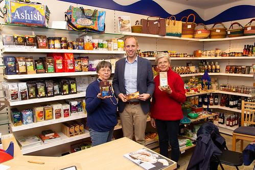 """Mit den ehrenamtlich Engagierten des Eine-Welt-Ladens """"Äquator"""" in Westerstede habe ich mich darüber ausgetauscht, wie fairer Handel sichergestellt und Entwicklungsarbeit gefördert werden kann."""