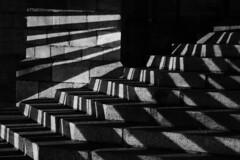 Extérieur nuit, Vitré, Bretagne (.urbanman.) Tags: vitré marches notredame eglisenotredame pierre granit lumière jeuxdelumière scénographie noiretblanc blackandwhite france bretagne ténèbrelumineuse nocturne inexplore