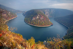 The Bosnian Bend (hapulcu) Tags: bosnaihercegovina bih bosna bosnia herbst hercegovina vrbas automne autumn autunno bend otoño river toamna