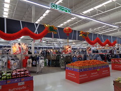 chinese new year's decorations at our supermarket (the foreign photographer - ฝรั่งถ่) Tags: chinese new years decorations dragons lantern tesco lotus laksi bangkhen bangkok thailand sony