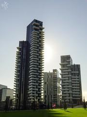 Il sole dietro le torri. Milano (diegoavanzi) Tags: milano milan italia italy lombardia lombardy sony hx300 bridge grattacieli skyscrapers tower sole sun