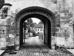 180809-39 Cergy  (2018 trip) (clamato39) Tags: cergy france europe voyage trip blackandwhite noiretblanc monochrome ville city urban urbain old ancestrale patrimoine porte