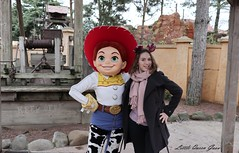 Ready For Country ! (Little Queen Gaou) Tags: girl fille photographie photography selfie inspiration pirates carribean caraïbes movies attractions games décors scene parc disneyland paris france indiana jones castle château princesse princess princesses dream rêve beautiful gorgeous superbe somptueux manoir hanté haunted manor cendrillon cinderella paysage landscape mickey headdress serretête jessi buzz woody toy story monstre academy films dessins animés ratatouille architecture colorful coloré travel voyage découverte discovery