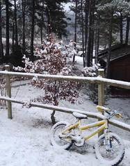 Bicicleta (Raúl C.) Tags: bicicletas color nieve paisaje invierno lgg4