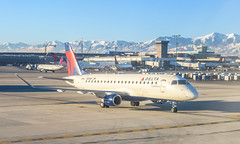Delta E175 (SLC) (ruifo) Tags: nikon d850 nikkor 50mm f12 ais salt lake city international airport utah ut us usa airplane aircraft aeronave avion avión aviao avião aviacion aviación aviacao aviação aviation spotting spotter delta airline airlines air line lines embraer erj175lr erj170200 lr n253sy e175 emb erj ejet emb175 erj175 taxing rock mountains mountain montaña montanha