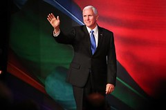 Xi and Pence Stake Out Trade Positions in Dueling Speeches at Pacific Rim Forum (psbsve) Tags: noticias curioso movie interesante video news imágenes world mundo información política peliculas sucesos acontecimientos entertainment