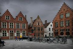 Série de 3 photos : Bruges (buch.daniele) Tags: danielebuch cielgris bruges architecture place vélos people maison quartier