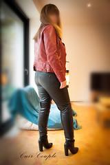 elle373 (Cuir Couple) Tags: cuir leder leather cuero veste jacket jupe skirt pantalon pant hosen mistress maitresse cuissardes maître master bondage bdsm