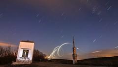Garabato y Lluvia de estrellas (arapaci67) Tags: villanuevadelareina largaexposición nocturna jaén andalusia spain estrellas canon canon70d canonistas tokina torre