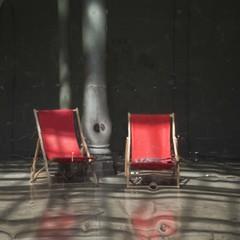Transats (Gerard Hermand) Tags: 1804273680 gerardhermand france paris canon eos5dmarkii 104 transat chaiselongue deckchair rouge red metal reflexion reflection distorsion distortion