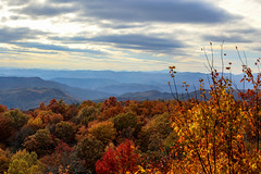 Sassafras Mountain, S.C. - view to the southwest. (DT's Photo Site - Anderson S.C.) Tags: canon 6d 70200mmf4lis lens sassafras mountain southcarolina upstate scenic fall foliage landscape pickens leaves color red orange yellow autumn cloud hdr america usa rural country november 2018