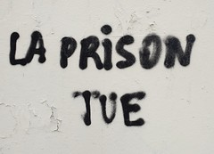 """""""La prison tue"""" Paris 2018 (Ithmus) Tags: prison pénitentiaire conditionsdevie france gefängnis prigione jail"""