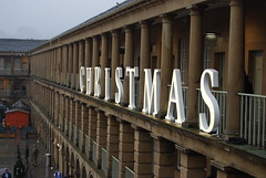 Christmas at the Piece Hall (Halliwell_Michael ## Offline mostlyl ##) Tags: halifax calderdale christmas piecehall westyorkshire nikond40x 2018 market pillars perspective
