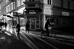 MALMO STREE BW 181204-28-L1030923 (svenerikols) Tags: streetphotography street