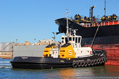Independent (robtm2010) Tags: tampa florida usa canon canont3i t3i boat tugboat ship independent