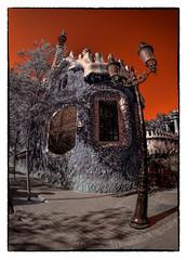 Fanal del Parc Güell (Ar@lee) Tags: barcelona catalunya photographyinfrared fotografíainfrarroja fullspectrum espectrocompleto trees clouds cielo bordeparafotos filtre720nm ir nikond7000 sky nubes naturaleza orange panorámica paisatges arquitectura red rojo