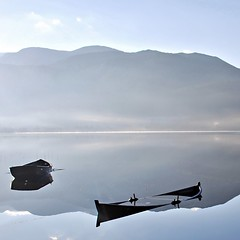 Stille stund -|- Serenity scene (erlingsi) Tags: lake rotevatn volda båter boats rowboats robåter stille reflection sq