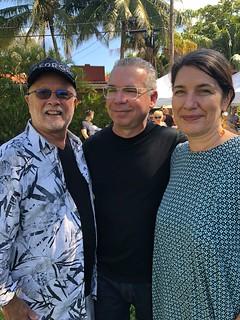 George Neary and Elisabetta Balasso congratulating sculptor Alberto Cavalieri at the Mismi Shores park.